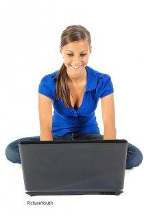 """kobieta pracująca <a href=""""https://poradnikprzedsiebiorcy.pl/-karta-podatkowa"""">Web INnovative Software</a><br /> <!--entry--><!--pagebreak--></p> <div style=""""text-align:justify"""">Każda z wymienionych opcji ma swoje zalety i wady, i pamiętać należy o tym, że niosła również będzie za sobą pewne ograniczenia. Przykładowo przy karcie podatkowej i ryczałcie nie można prowadzić pewnych form działalności, jakie możliwe są tylko przy księdze. Dlatego też przed wyborem warto dobrze przemyśleć, czym się będzie chciało zajmować, aby się nie ograniczać na przyszłość. Z formalnych rzeczy z pewnością będzie również niezbędne założenie konta w banku i uzyskanie numeru [TAG=regon' title='rozliczanie podatków online' style='margin:6px;'/></p> <div class="""