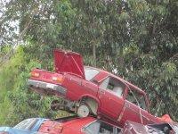 auto na złomie